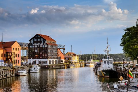1280px-Quite_summer_evening_in_the_port_city_Klaipeda